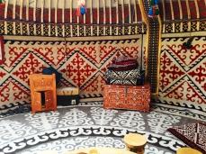 Interior típico de una yurta.