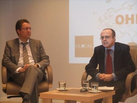 El Consejero de la Embajada de Rusia en España, D. Vsevolod Grebenshchikov y el Presidente de OHRE, Fernando Moragón.